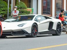 """Lamborghini Aventador độ body kit LP720-4 50º Anniversario """"du lịch"""" vào Sài thành"""