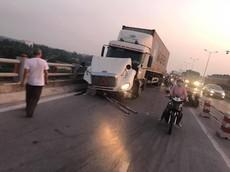 Tài xế lái xe container gây tai nạn liên hoàn trên cầu Thanh Trì khiến 1 người rơi xuống sông Hồng ra trình diện