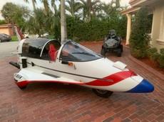 Chiếc xe quái dị có diện mạo như máy bay chiến đấu này đang được chào bán ở giá 174 triệu Đồng