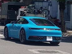 Porsche 911 Carrera S 2020 mang màu sơn cá tính Miami Blue về đội Nha Trang, giá hơn 7,6 tỷ đồng