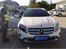 Con trai đỗ đại học bố mẹ liền tặng xe Mercedes-Benz, câu chuyện đằng sau đó mới thật bi thảm
