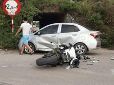"""Honda CBR1000RR do biker người Hàn Quốc điều khiển đâm """"thủng"""" Hyundai i10"""