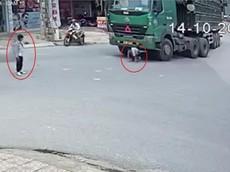 Video: Nam học sinh bị cuốn vào gầm ô tô tải, thoát chết thần kỳ tại Bắc Giang