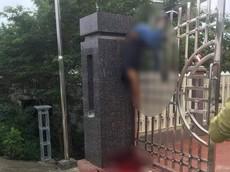 Phú Thọ: Đi ăn đầy tháng về, người đàn ông tự gây tai nạn, bị hất văng lên cổng sắt cao hơn 2 m