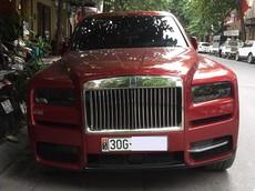Rolls-Royce Cullinan màu đỏ độc nhất Việt Nam xuất hiện trên đường phố với biển trắng