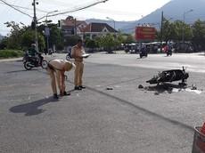 Video: Xe container cuốn xe máy vào gầm, nữ giáo viên mầm non bị thương nặng tại Lâm Đồng
