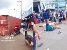 Bình Phước: Thùng xe  container rơi xuống đường, đè trúng xe máy, 1 người chết thảm