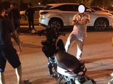 Hải Phòng: Nam thanh niên điều khiển xe máy tông vào Lexus RX300