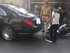 Hà Nội: Nam thanh niên chạy xe máy tông vào đuôi Mercedes-Benz S-Class