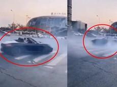 Dân chơi Trung Quốc mở hẳn mui xe Porsche Boxster để drift cho đã, cái kết đúng như người ta mong đợi