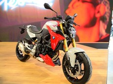 EICMA 2019: Naked bike BMW F900R 2020 bất ngờ ra mắt