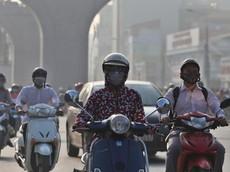 Ô nhiễm không khí nặng nề, người đi xe máy cần làm gì để bảo vệ bản thân?