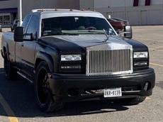 """Chiếc Rolls-Royce Cullinan """"giả mạo"""" này thực chất là một chiếc bán tải Chevrolet"""