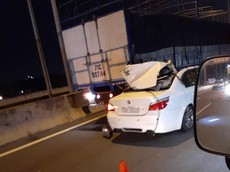 Xe sang BMW tông đuôi ô tô tải trên cao tốc Long Thành - Dầu Giây, tài xế tử vong