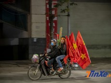 """Hoà với Thái Lan, người hâm mộ Việt Nam """"âm thầm"""" đi bão"""
