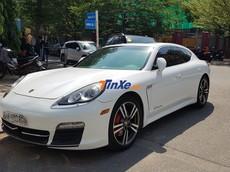 Không kém cạnh chồng, Bảo Thy cũng sở hữu chiếc sedan hạng sang Porsche Panamera 4S này