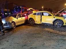 Lamborghini Urus hư hỏng nặng sau tai nạn với xe BMW ở một ngã tư