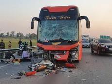 Video ghi lại khoảnh khắc đâm liên hoàn trên cao tốc Hà Nội - Bắc Giang, một phụ nữ chết thảm