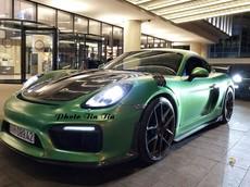 """Porsche Cayman độ phong cách xe đua ở Sài thành nhưng màu sơn """"lột"""" mới là điểm gây chú ý"""