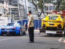 """Bugatti Veyron và Ferrari F12tdf của nhà giàu Indonesia bất ngờ """"chạm mặt"""" nhau trên đường"""
