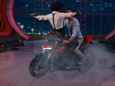 Deadpool biểu diễn drift Ducati Streetfighter V4 trong phim hài hành động mới