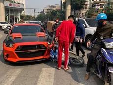 Hà Nội: Nữ chạy Honda Click va chạm với Ford Mustang độ gần nửa tỷ đồng