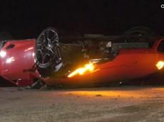 Siêu xe Lamborghini Huracan màu đỏ gặp nạn bị bỏ rơi bên sườn núi cao tốc ở Mỹ