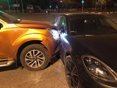 Hà Nội: Nissan Navara xảy ra va chạm với xe sang Porsche Panamera tại ngã tư