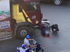 Bình Dương: Va chạm với xe thư báo tại gầm cầu vượt Sóng Thần, nữ sinh đi xe máy tử vong