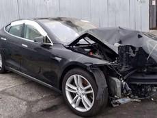 Chứng kiến người Nga sửa chữa như mới chiếc Tesla Model S bị vỡ nát phần đầu