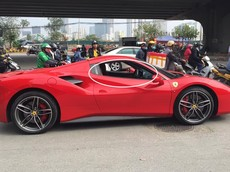 """Nghi vấn Ferrari 488 Spider từng thuộc sở hữu Cường """"Đô-la"""" hết xăng giữa đường phố Hà Nội"""