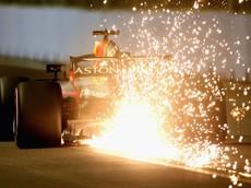 """Đây là lý do tại sao xe đua Công thức 1 thường """"đánh lửa"""" phía sau"""