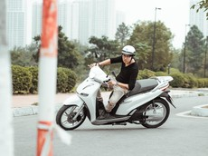 """Video trải nghiệm xe máy điện Pega eSH: To, nặng và dễ """"trộm đồ trong cốp""""?"""