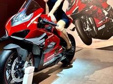Nóng: Hình ảnh đầu tiên của siêu mô tô Ducati Panigale V4 Superleggera