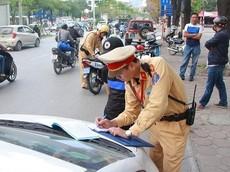 Không bật đèn xi-nhan, tài xế ô tô có thể bị phạt tới 5 triệu đồng