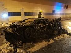 Bất ngờ cháy trong hầm, Lamborghini Aventador Carbonado mạnh 1.250 mã lực biến thành đống sắt vụn