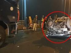 """Tạt đầu xe tải trên cao tốc Cầu Giẽ - Ninh Bình, Mitsubishi Triton """"ngửa bụng"""""""