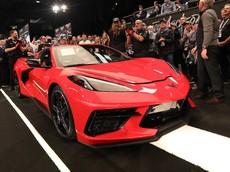 Chevrolet Corvette C8 đầu tiên xuất xưởng có giá đắt hơn cả Ferrari LaFerrari hay Bugatti Chiron
