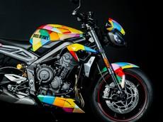 Triumph tiếp tục đưa naked bike Street Triple RS phiên bản Harley Quinn lên phim