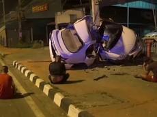 Video: Chiếc Honda Civic bị gãy làm đôi sau khi tông vào cột điện ở tốc độ cao
