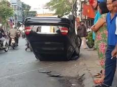 """Video: Xe Mercedes-Benz """"ngửa bụng"""" tại Tiền Giang vào sáng mùng 3 Tết vì người lái hoa mắt"""