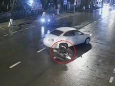 Video: Ô tô xoay 180 độ sau cú va chạm của xe máy tại Quảng Trị, nam thanh niên bị thương