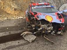 Nhờ các trang bị này mà hai tay đua WRC vẫn không bị một vết xước nào dù xe lao xuống vực