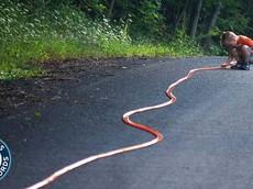 Chiêm ngưỡng đoạn đường đua đồ chơi Hot Wheels dài nhất thế giới 663,298 mét