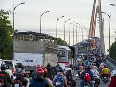 Cầu Rạch Miễu: Tai nạn chết người khiến cả đoạn đường tắc gần 10 km
