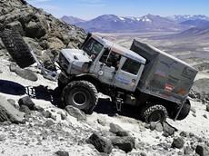 Mercedes-Benz Unimog lập kỷ lục thế giới mới khi leo lên độ cao 6.694 mét
