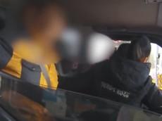 Giữa tâm bão đại dịch corona, cảnh sát xử phạt người đàn ông lấy xe tải chở gia đình 6 người