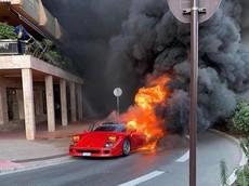 """Ferrari F40 cháy ngùn ngụt tại """"thiên đường siêu xe"""", người đàn ông cố dập lửa bằng vòi nước tưới cây"""