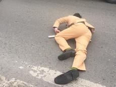 """Video: Đôi nam nữ đi Yamaha Exciter """"thông chốt"""" bất thành, tông trúng CSGT trên quốc lộ 32"""
