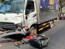 Đắk Mil: Nam thanh niên điều khiển xe máy nguy kịch sau tai nạn với xe tải